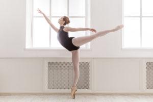 バレエを踊る女性と整体