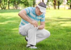ゴルフの痛みで悩む男性