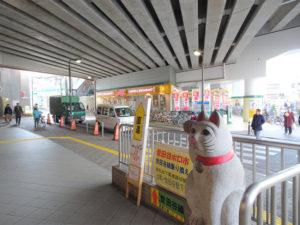 豪徳寺駅前の招き猫