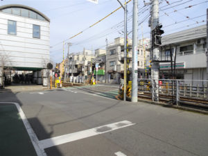 東急世田谷線宮の坂駅と山下駅の間の踏切